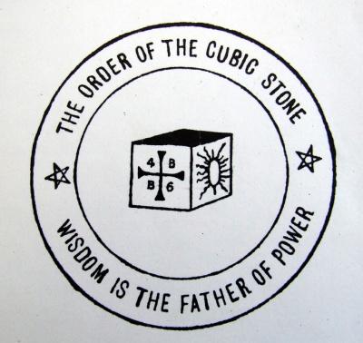 Енохианские символы стихий на эмблеме Ордена Кубического Камня